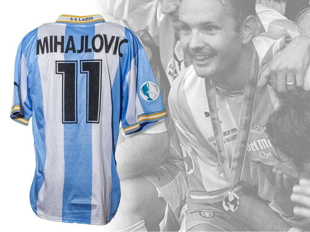 """Per Lazio-Bologna, quante sorprese per il """"guerriero"""" Mihajlović. Esposte tutte le sue casacche biancocelesti."""