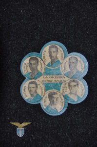 """1931, girandola con emblema """"Lupa Capitolina, retro"""