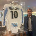 II Ct Roberto Mancini in visita presso lo spazio espostivo del Lazio Museum
